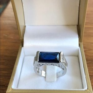 New Ring 925 with a blue stone lovely ring